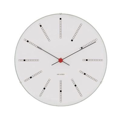 AJ Bankers Clock 290 ur fra Rosendahl. Design Arne Jacobsen. AJ Bankers Clock - Minimalistisk og modernistisk i sit udtryk. Den elegante spiral på urskiveb hjælper med at understrege tidens gang.Bankers Clock er en av tre unikke vægure i original designet af Arne Jacobsen til tre vigtige bygninger i Danmark. Rosendahl har nu genskabt væguret helt ifølge Arne Jacobsens tegninger.Bankers fås i fler størrelser.