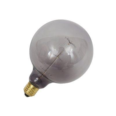 Atelier Lights fra Frama er en kollektion af glødelamper som er designet i forskellige flotte former. Designet til at få et varmt og behageligt lys, gennem mange og lineære filamenter som giver et modernet udtryk. Glødelampen giver en stærk karakter, både alene og i en gruppe med flere. Findes i farvet glas som kommer med ufuldkommenheder for at give et autentisk udtryk. Atelier Lights kollektionen er også dæmpbar og passer E27.