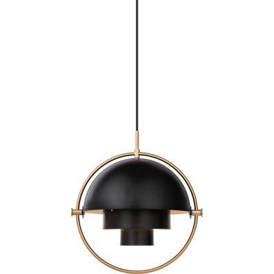 Multi-Lite pendel fra Gubi, designet af Louis Weisdorf. Med sin karakteristiske form skaber denne tidløse pendel et herligt lys i det rum, hvor du vælger at placere den. Lampen passer over sofabordet i stuen eller over spisebordet eller for sig selv. Multi-Line hr en delt yderskærm i cylinderform som kan roteres. Ringen i krom bliver en flot detalje og rammer lampen ind. Når man roterer lampen så kan lyset rettes i forskellige retninger - nedad, opad eller assymetrisk. En sort ledning i tekstil medfølger samt en balakin i messing medfølger.