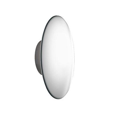 AJ Eklipta vägglampa från Louis Poulsen är designad av Arne Jacobsen. AJ Eklipta designades 1956 för rådhuset i Rödovre i Danmark och är en av Arne Jacobsens mest kända lampor. Den munblåsta glasskärmen i tre lager med en opal kärna har en klar kant som ger armaturen en klar avgränsning.Passar bra i hallen eller i vardagsrummet.