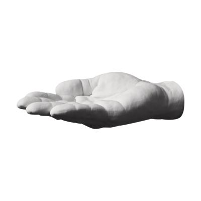 Reality Hand Krog offer fra Areaware, formgivet af Harry Allen. Hånden er en afstøbning af formgiverens egen hånd og den sættes på væggen. Den hjælper dig med at holde orden på dine smykker, nøgler, sæbe eller tøj. Hånden fås i flere forskellige modeller. Hånden er i skala 1:1.
