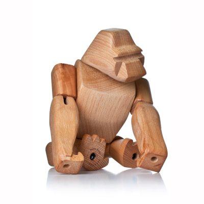 Hanno Gorilla fra Areaware, formgivet af David Weeks. Som Hanno, den græske, som en gang opdagede gorillaerne for 2500 år siden, er denne Hanno modig, stærk og nysgerrig. Han kan posere på en masse forskellige måder og hans elastiske lemmer gør, at det er svært for ham at brække benet. Hanno fås også i en mindre størrelse, Hanno Jr.