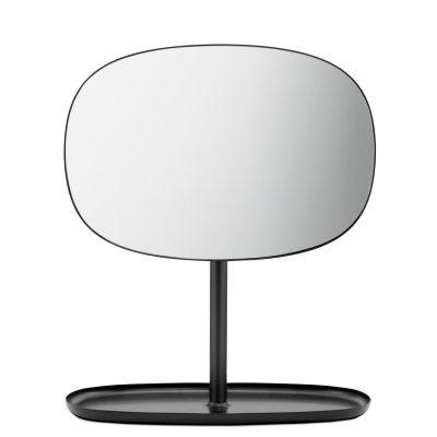 Flip spejl fraNormann Copenhagen, designet afJavier Moreno Studio. En moderne version af det klassiske bordpejl. Spejlets fod passer perfekt til smykker eller nøgler og kan bruges som ekstra spejl i badeværelset eller i entréen. Spejlet kan let vrides op og ned i 360 grader.