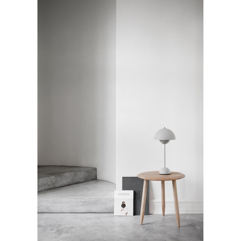 Flower pot vp3 bordlampe, hvid från &tradition   køb møbler online ...