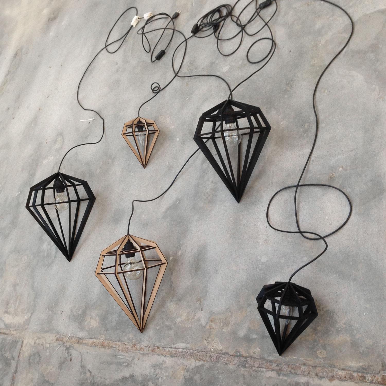 Døden lampe M, sort – TvÃ¥fota Design – Køb møbler online pÃ¥ ROOM21.dk