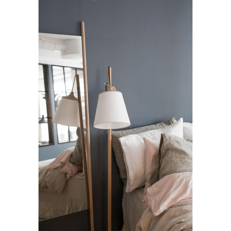 Pull Gulvlampe, Asketræ Muuto - Køb møbler online på ROOM21.dk